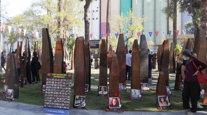 İzmir'de 10 Ekim için 'Hayat Çemberi' anıtı açıldı