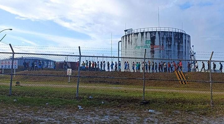 Yerli grup, petrol tesisini işgal etti
